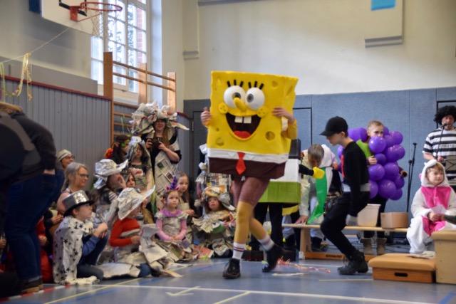 Bunte Vielfalt: Glocksee Schule feiert Fasching